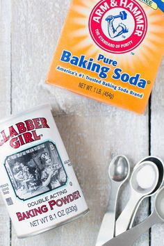 Even for experienced bakers, the differences between baking soda vs. baking powder can be confusing. Let's look at what makes these two ingredients unique! Baking Soda Baking Powder, Cake Bars, Unique, Kitchen Hacks, No Bake Cake, Food Hacks, Scones, Cooking Tips, Banana Bread