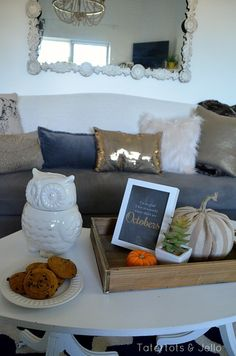 Fall pumpkin centerpiece idea, Fall tablescapes, and fall decor that your guests will love. Halloween and Thanksgiving ideas.