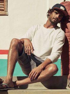 Brazilian model Fellow, Marlon Teixeira 2016 Summer H&M Surf Style Men, Pose, Komplette Outfits, Men Beach, Brazilian Models, Summer Lookbook, Pitta, Advertising Campaign, Summer 2016