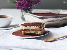 Beat egg yolks with some confectioner's sugar until pale and fluffy. Add Amaretto and mascarpone. Beat until smooth. Classic Tiramisu Recipe, Fun Desserts, Dessert Recipes, Almond Ice Cream, Sweet Magnolia, Coffee Cookies, Xmas Dinner, Chocolate Cheese, Kitchen Stories