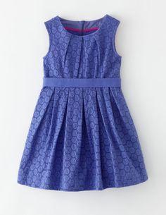 Ich habe das auf @BodenDirect entdeckt. Partykleid mit Lochstickerei Blau