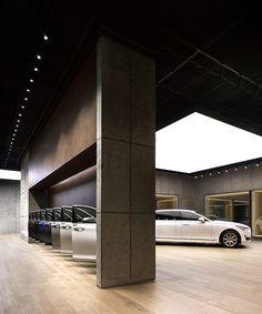 first-ever hyundai genesis studio by suh architects opens in hanam, korea Garage Lighting, Lighting Showroom, Neon Lighting, Museum Lighting, Studio Lighting, Showroom Interior Design, Garage Interior, Garage Design, House Design