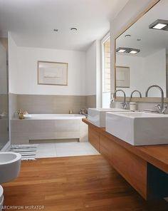 Drewaniane podłogi w łazience