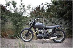 Kawasaki W650 - Wrenchmonkees#32 - Pipeburn - Purveyors of Classic Motorcycles, Cafe Racers & Custom motorbikes