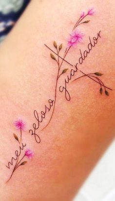 As 120 melhores Tatuagens Escritas para você se inspirar! | TopTatuagens Mutterschaft Tattoos, Mommy Tattoos, Tattoo Henna, Henna Tattoo Designs, Mini Tattoos, Future Tattoos, Flower Tattoos, Body Art Tattoos, Tatoos