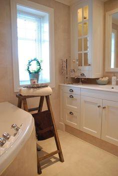 Drømmeverden interiør: Interiørblogg, interiør nettbutikk og husbygger.: Villa Drømmeverden: bad Corner Bathtub, Bathroom, Villa, Bath Room, Bathrooms, Bath, Fork, Bathing, Villas
