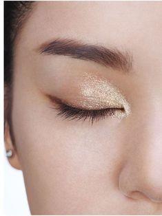 Pinterest: @dudeitsclairee Gold Eyeshadow, Gold Eyeliner, Champagne Eyeshadow, Brown Eyeliner, Applying Eyeshadow, Asian Eyeshadow, Eyeshadow Makeup, Dior Makeup, Nude Makeup