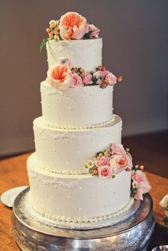 Gorgeous cake with garden roses, berries, ranunculus, and feverfew www.verbenafloral.com