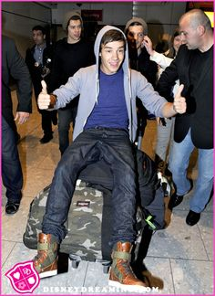 Google Image Result for http://www.disneydreaming.com/wp-content/uploads/2012/07/Liam-Payne-Tweets-About-Fans.jpg