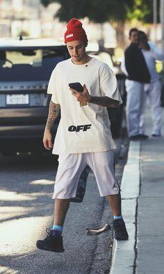 Wallpaper JB Justin Bieber Ropa, Justin Bieber Tattoos, Justin Bieber Fotos, Justin Bieber Outfits, Justin Bieber Wallpaper, Outfits Hombre, Boy Fashion, Mens Fashion, Celebrity Style