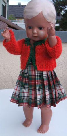 PUPPENKLEID-neu-fuer-40-cm-grosse-Puppe-zweieiteilig-Rock-genaeht-Jacke-gestrickt