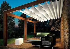 Pergola aus Holz mit Stoffdach
