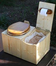 13 DIY Composting Toilet Ideas to Make Going Off-Grid Easier - Heimwerkerprojekte - Camping Survival, Camping Hacks, Camping Box, Homestead Survival, Camping Gear, Wc Set, Off Grid, Off The Grid Homes, Off The Grid News
