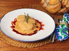 Receta de Solomillitos de cerdo con crema de foie gras de Pedro León   http://www.canalcocina.es/receta/solomillitos-de-cerdo-con-crema-de-foie-gras-de-pedro-leon