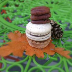 Pecan Pie Macarons, our fall pie macaron collection  #macaron #Soirette #pecanpie