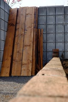 ウッドフェンス作り  防腐剤を塗る