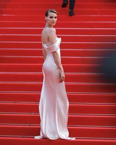 Cannes Film Festival, Makeup Brushes, Red Carpet, Formal Dresses, Festivals, Fashion, Dresses For Formal, Moda, Formal Gowns