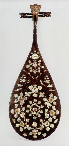 正倉院の楽器  螺鈿紫檀琵琶(裏)
