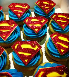 SUPERMAN CUPCAKES-add a fondant cape? Love Cupcakes, Cupcake Cookies, Superman Cupcakes, Superman Baby Shower, Superman Birthday Party, Superhero Cake, Party Treats, Creative Cakes, Let Them Eat Cake