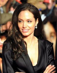 Brad And Angelina, Angelina Jolie Photos, Most Beautiful Women, Beautiful People, Jolie Pitt, Glamour, Portraits, Celebs, Celebrities