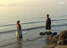 My favorite scene from Jewel in the Palace - Jang Geum and Min Jun Ho. At the beach of course. Jung So Min, Dae Jang Geum, Lee Young, Korean Dress, Drama Korea, Beach Day, Jin, Kdrama, Palace