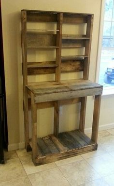 Pallet project that could be used to make a potting bench. More affordable than the one I have planned, especially since we have access to a lot of pallets.