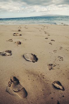 This is truly almost the picture i see when i think of the prayer footprints and my grandmother :) Most Beautiful Words, Tumblr, Beach Bum, Sand Beach, Summer Vibes, Sea Shells, Summertime, Life Is Good, Coastal
