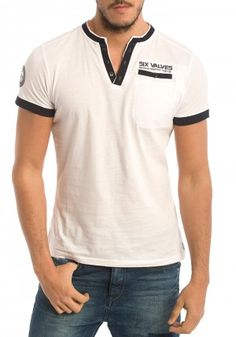 Camisetas de Six Valves para Hombre en Pausant.com Mens Polo T Shirts, Mens Tees, Tee Shirts, Graphic Shirts, Printed Shirts, Shirt Tucked In, Summer Outfits Men, Golf Outfit, Men Casual