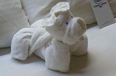 Towels Animals - Zwierzęta z ręczników - Origami z ręczników Napkin Origami, Towel Origami, Fabric Origami, Napkin Folding, Paper Folding, Diaper Animals, Toilet Paper Origami, Baby Shower Parties, Baby Shower Gifts