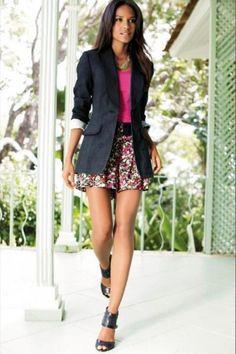 Удлинённы пиджак женский с джинсами