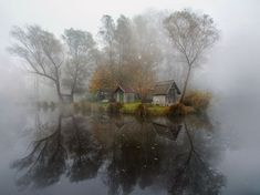 Sisli gölün kenarındaki köy – Sződliget, Macaristan