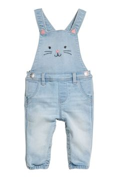 Denim blue/cat. Bib overalls in soft, stretch denim. Suspenders with adjustable snap fasteners at top. Snap fasteners at sides and along legs, seam at waist