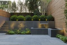 peek inside Britain's most beautiful gardens College Crescent by John Davies uses slate, bamboo and box to create a contemporary look.College Crescent by John Davies uses slate, bamboo and box to create a contemporary look. Modern Backyard, Modern Landscaping, Backyard Patio, Backyard Landscaping, Landscaping Ideas, Romantic Backyard, Landscaping Company, Modern Landscape Design, Modern Garden Design
