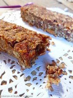 Des barres muesli à base de flocons sans gluten et de fruits secs pour un petit déjeuner sans gluten sain et gourmand