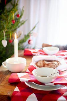 #kodin1 #anno #joulu #kattaus #ruokailutila #tekstiilit #joulukuusi