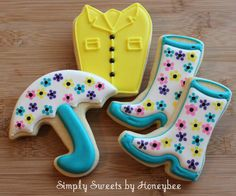 Simply Sweets [cookies] by Honeybee: April Showers Bring May Flowers (the coat is made from a present cutter) Summer Cookies, Fancy Cookies, Cut Out Cookies, Cute Cookies, Easter Cookies, Royal Icing Cookies, Cupcake Cookies, Making Cookies, Fondant Cookies