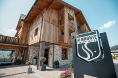 My starting point is the Almmonte Sensum Suites, an inviting and uncomplicated boutique hotel with a clean design located in Wagrain in the Salzburger Land region of Austria. Infinity Pool, Bed Springs, Restaurant Guide, Private Room, Holy Night, Silent Night, Wooden Flooring, Clean Design, Cemetery
