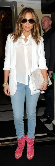 Who made Jennifer Lopezs white blazer, animal print clutch handbag, white top, blue ripped skinny jeans, and pink studded open toe boots that she wore in London? Jennifer Lopez, Beautiful Outfits, Cool Outfits, Star Fashion, Fashion Outfits, Jeans And Wedges, Open Toe Boots, Ripped Skinny Jeans, Glamour