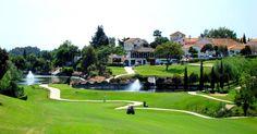 Campo de Golf Sta. María, Marbella. El más bonito donde he jugado. Ibamos a jugar 18 y un amigo se puso malito en el 6. Algún día acabaré la vuelta.