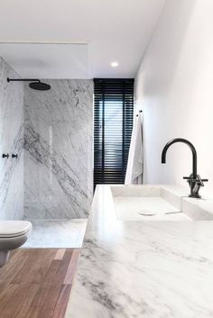 Quand le #marbre revient dans une version sobre & minimaliste on adore ! www.mode-and-deco.com #decoration #design
