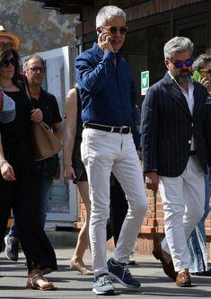 デニムシャツ×白ジーンズ