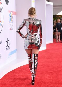 Taylor Swift Photos Photos: 2018 American Music Awards - Red Carpet - Taylor Swift Photos – Taylor Swift, fashion detail, attends the 2018 American Music Awards at Mic - Taylor Swift Legs, Taylor Swift Outfits, Taylor Swift Style, Taylor Swift Pictures, Taylor Alison Swift, Taylor Swift Fashion, Taylor Swift 2018, American Music Awards, Fashion Details