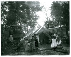 Gypsy camp, Lyons, Ill., 1900. After Catherine Winters disappeared, few small-town Indiana authorities permitted camps like these within their precincts.