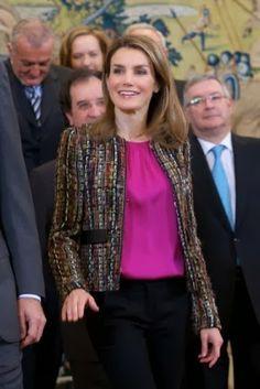 http://www.fashionassistance.net/2014/01/letizia-repite-chaqueta-pero-no-falda.htmlFashion Assistance: Letizia repite chaqueta, pero no falda, de un traje de Uterqüe