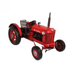 """Une reproduction en miniature d'un tracteur de la célèbre marque Farmall Idéal pour une déco esprit """"campagne chic""""   Prix de vente conseillé par le fournisseur en 2017"""