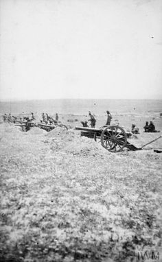 WWI, March 1917, Palestine; The advance across the desert, Hong Kong and Singapore battery (the Bing Boys) in action during the first battle of Gaza. ©IWM Q 104057