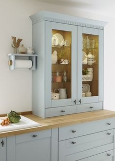 Make a statement with this blue Shaker style door, part of our Tewkesbury Blue kitchen range.