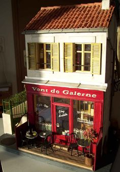 minimanie: In Amédée  Absolutely amazing detail in this French cafe miniature!