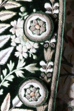 Detail buttons, 3-piece court coat, France, c. 1790. Green velvet, heavily embellished with floss silk flowerheads and foliage; waistcoat: ivory silk satin with floral embroidery; black satin breeches.
