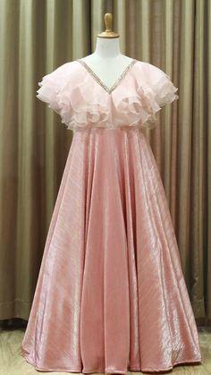 Kids Gown Design, Girls Frock Design, Fancy Dress Design, Party Wear Indian Dresses, Indian Gowns Dresses, Prom Dresses With Sleeves, Kids Party Wear Dresses, Pink Dresses For Kids, Gowns For Girls